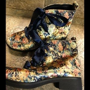 Dirty Laundry floral booties